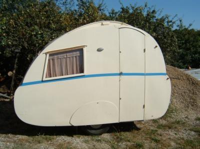 caravane berthomieu vers 1955 caravane ancienne de collection henon notin. Black Bedroom Furniture Sets. Home Design Ideas