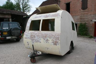 quelques photos de la berthomieu caravane ancienne de collection henon notin. Black Bedroom Furniture Sets. Home Design Ideas